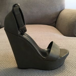 Olive Leather Wedge